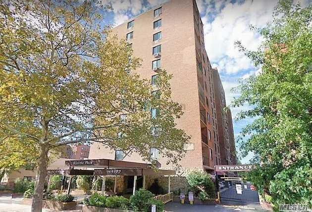144-77 Roosevelt Ave 2A, Flushing, NY 11354 (MLS #3060496) :: Keller Williams Points North