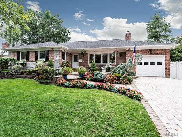751 Kensington Dr, Westbury, NY 11590 (MLS #3062336) :: Netter Real Estate