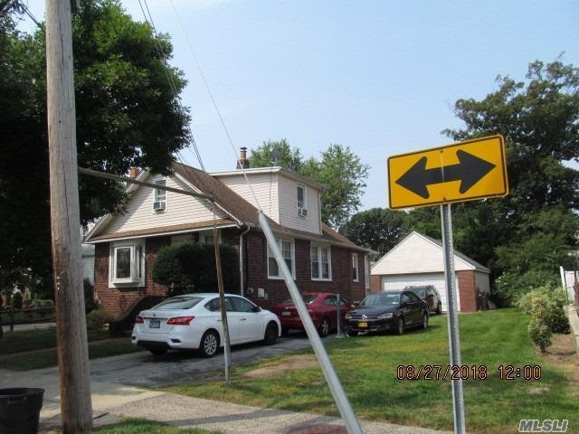 122 Boden Ave, Valley Stream, NY 11580 (MLS #3065982) :: The Kalyan Team