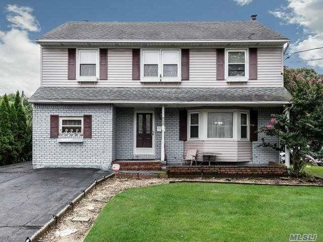 225 Carle Rd, Westbury, NY 11590 (MLS #3066143) :: Netter Real Estate