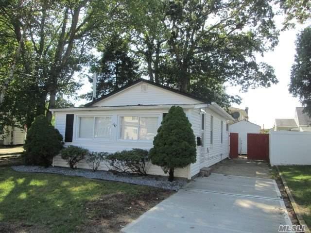 342 Amsterdam Ave, W. Babylon, NY 11704 (MLS #3066515) :: Netter Real Estate