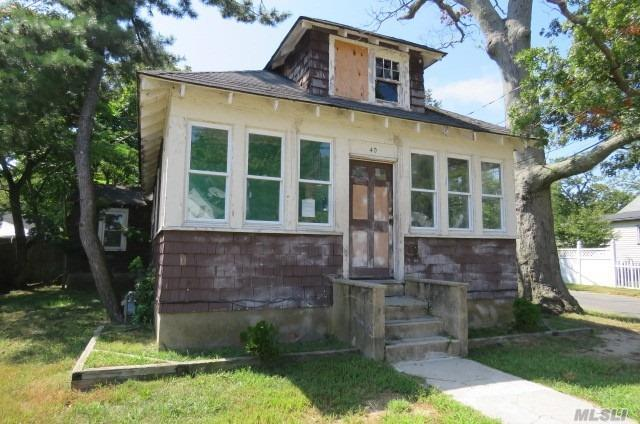 40 Rhodes Ave, Bay Shore, NY 11706 (MLS #3066523) :: Netter Real Estate