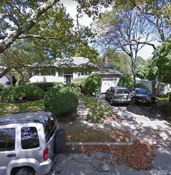 869 Fanwood Ave, Valley Stream, NY 11581 (MLS #3066593) :: The Kalyan Team