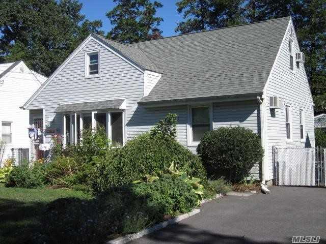 206 Albertson Pl, Mineola, NY 11501 (MLS #3066747) :: The Lenard Team