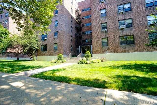 211-02 73 Ave 4J, Bayside, NY 11364 (MLS #3067011) :: Shares of New York