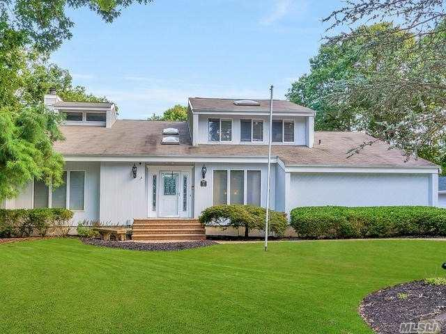 15 Maria Ct, Wading River, NY 11792 (MLS #3067108) :: The Lenard Team