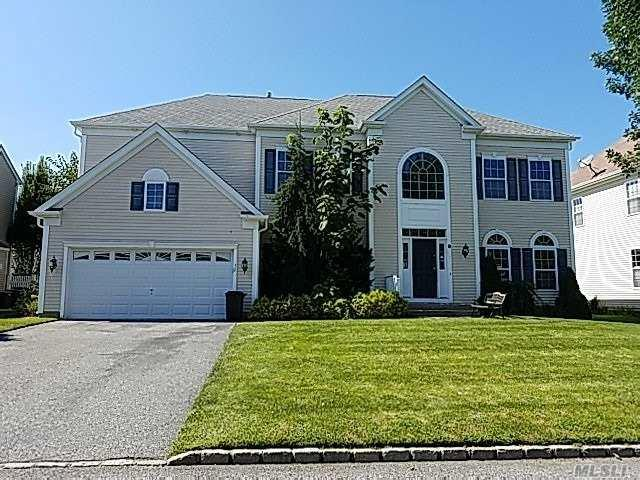 32 Woodstork Dr, Mt. Sinai, NY 11766 (MLS #3067200) :: Keller Williams Points North