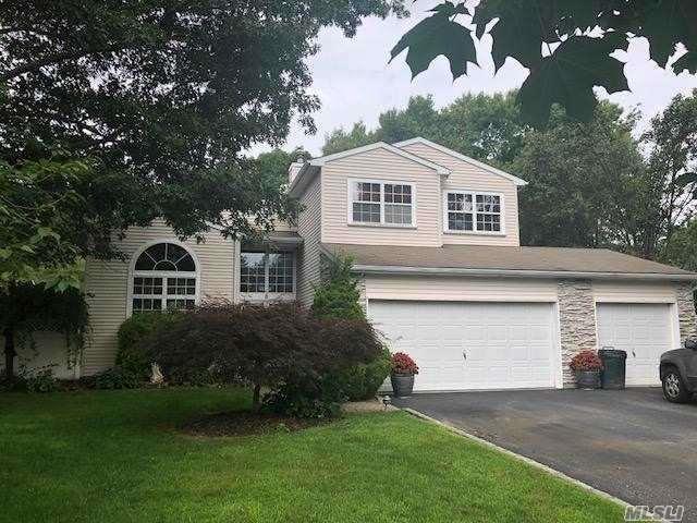8 English Ivy Ln, Lake Grove, NY 11755 (MLS #3067305) :: Keller Williams Points North