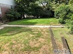50-31 Morenci Ln, Little Neck, NY 11362 (MLS #3067646) :: Netter Real Estate