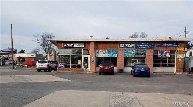589 S Broadway, Hicksville, NY 11801 (MLS #3072866) :: Netter Real Estate