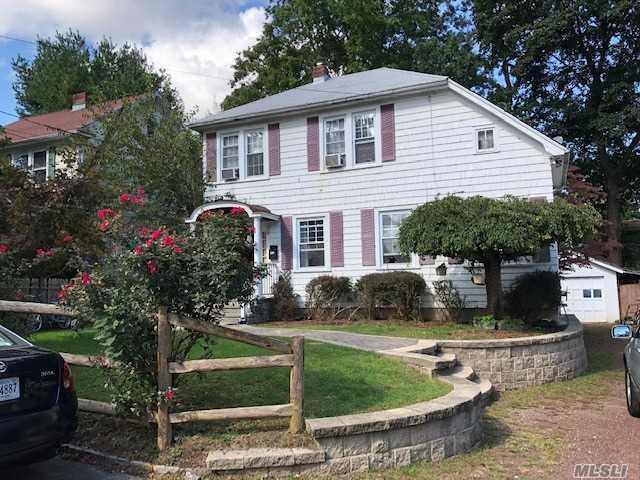 59 E 21st St, Huntington Sta, NY 11746 (MLS #3074063) :: Signature Premier Properties