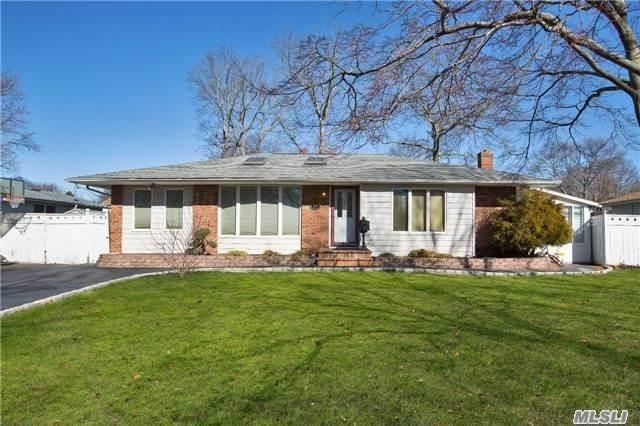 25 Sandalwood Dr, Smithtown, NY 11787 (MLS #3074481) :: Signature Premier Properties