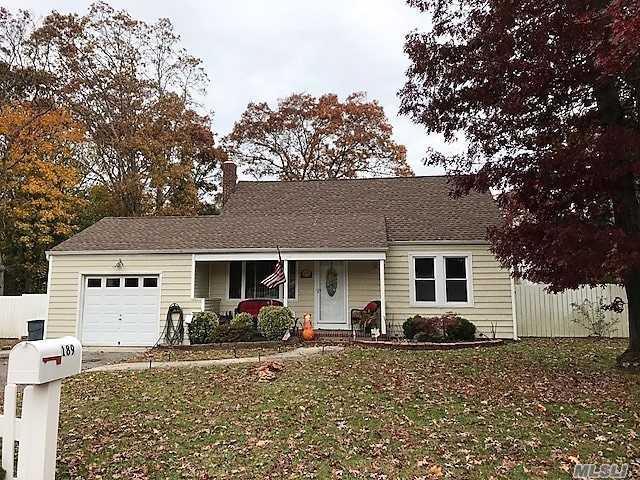 189 Jefferson St, East Islip, NY 11730 (MLS #3080156) :: Netter Real Estate