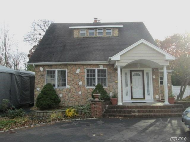 22 Lakewood Rd, Lake Ronkonkoma, NY 11779 (MLS #3080787) :: Keller Williams Points North