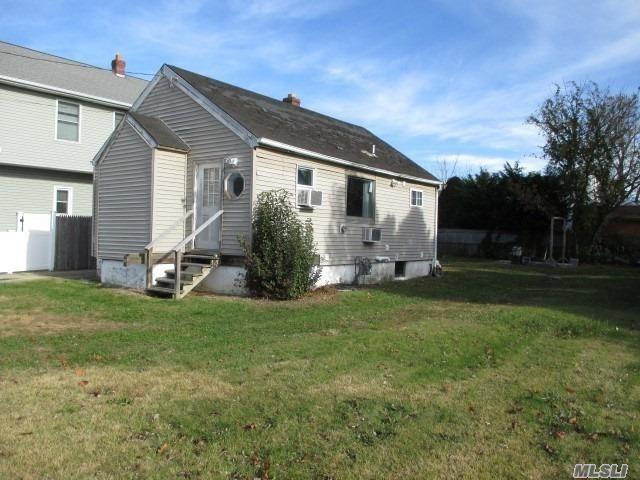 664 S 7th St, Lindenhurst, NY 11757 (MLS #3081085) :: Netter Real Estate