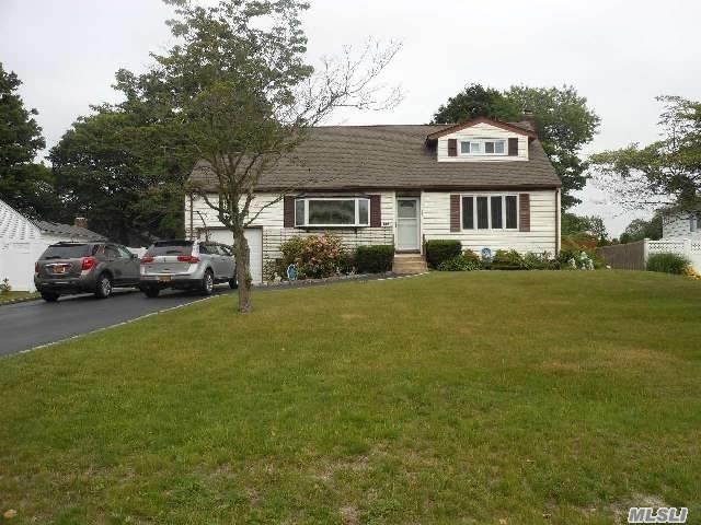 561 Higbie, West Islip, NY 11795 (MLS #3081451) :: Netter Real Estate