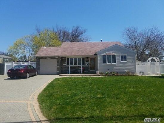 17 Amherst St, Bay Shore, NY 11706 (MLS #3081900) :: Netter Real Estate