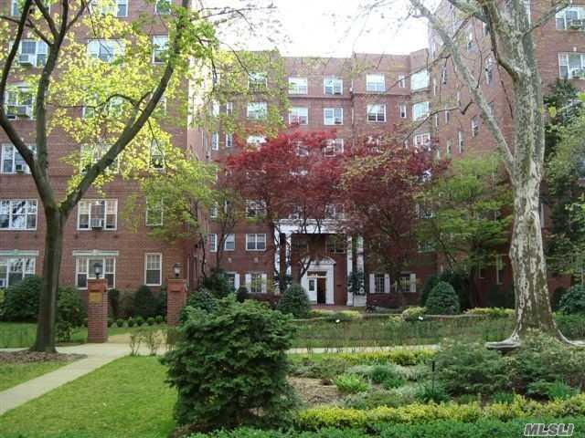 77-14 113th St 4G, Forest Hills, NY 11375 (MLS #3082572) :: Netter Real Estate