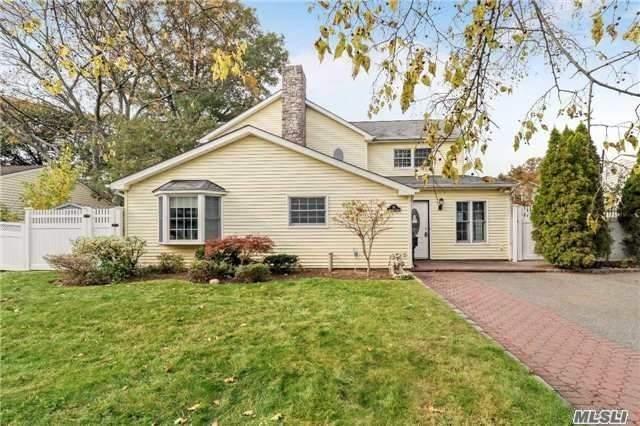 31 Southwood Cir, Syosset, NY 11791 (MLS #3082671) :: Netter Real Estate