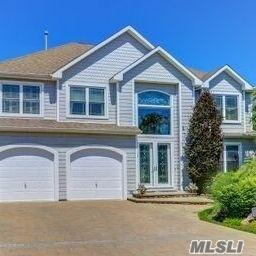 27 Crescent Cove Dr, Seaford, NY 11783 (MLS #3085761) :: Shares of New York
