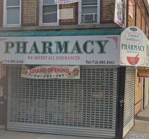 95-31 Jamaica Ave, Woodhaven, NY 11421 (MLS #3085832) :: The Kalyan Team