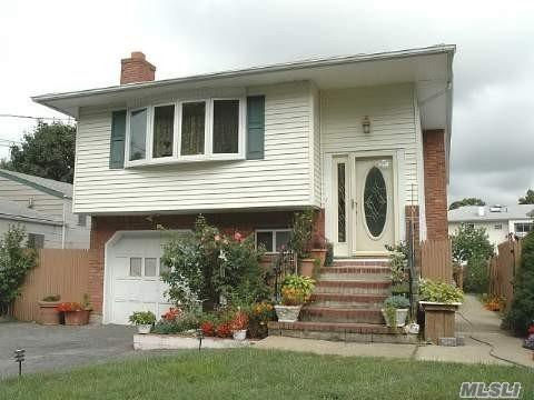 309 Lexington Ave, W. Babylon, NY 11704 (MLS #3087459) :: Signature Premier Properties