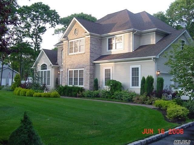 18 Hickory Ln, East Moriches, NY 11940 (MLS #3087956) :: Keller Williams Points North