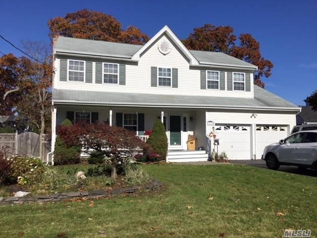 17 Donna Pl, East Islip, NY 11730 (MLS #3089938) :: Netter Real Estate
