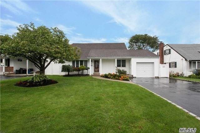 11 Jean Dr, N. Babylon, NY 11703 (MLS #3091263) :: Netter Real Estate