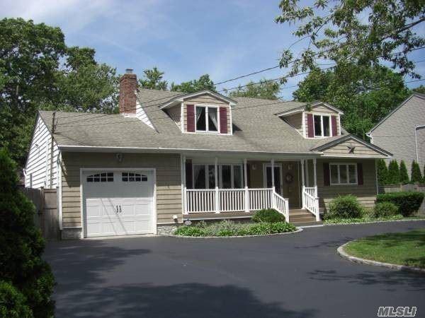 18 Fern Ave, East Islip, NY 11730 (MLS #3091930) :: Netter Real Estate
