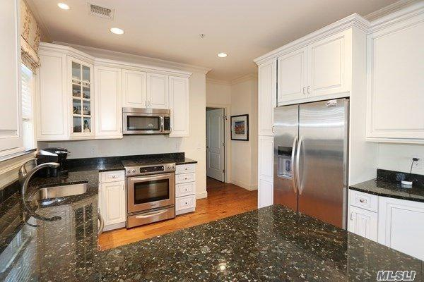 577 Pacing Way 53-102, Westbury, NY 11590 (MLS #3093099) :: Netter Real Estate
