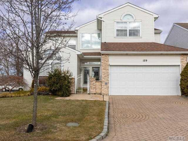 129 Windwatch Dr, Hauppauge, NY 11788 (MLS #3093391) :: The Lenard Team