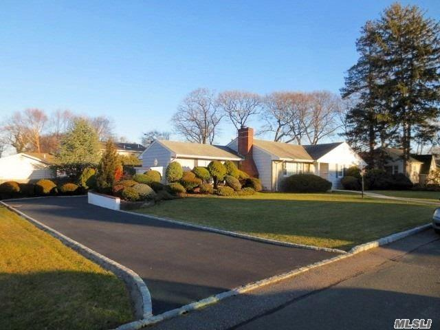 350 Walnut St, Lindenhurst, NY 11757 (MLS #3093885) :: Netter Real Estate