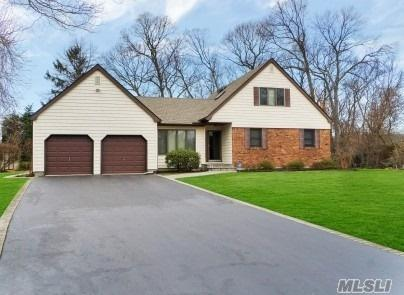 13 Whitespruce Ln, Hauppauge, NY 11788 (MLS #3094836) :: Keller Williams Points North