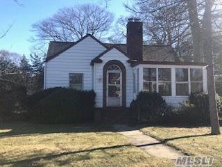 207 S Bay Ave, Islip, NY 11751 (MLS #3095288) :: Keller Williams Points North