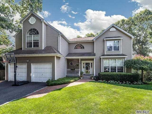 4 Mayflower Ct, Centerport, NY 11721 (MLS #3096645) :: Signature Premier Properties