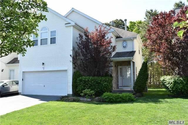 47 Sunflower Ridge Rd, S. Setauket, NY 11720 (MLS #3100769) :: The Lenard Team