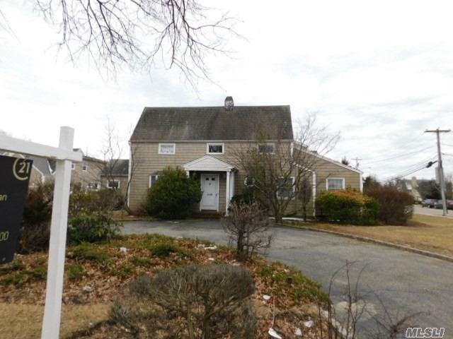 4488 Merrick Rd, Massapequa, NY 11758 (MLS #3102349) :: Signature Premier Properties