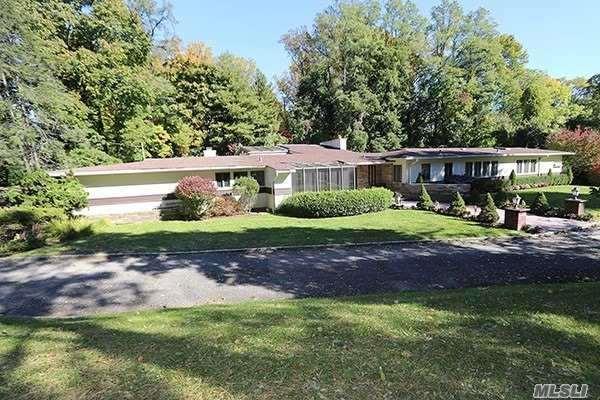 11 Tideway St, Great Neck, NY 11024 (MLS #3102355) :: Signature Premier Properties