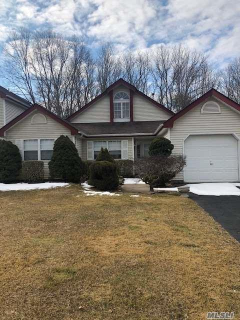 67 Strathmore On Gr, Middle Island, NY 11953 (MLS #3109545) :: Keller Williams Points North