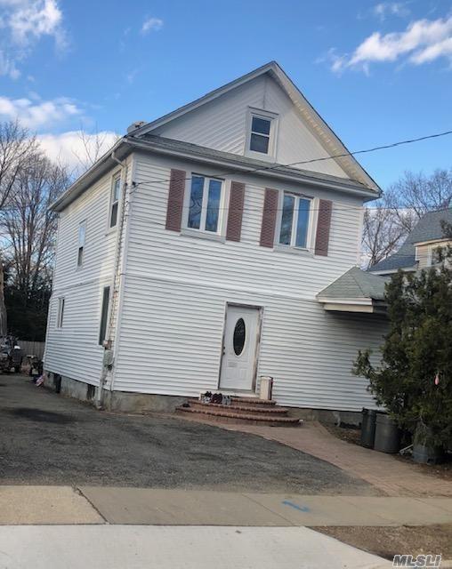 213 Belmont Ave, Westbury, NY 11590 (MLS #3109907) :: The Lenard Team