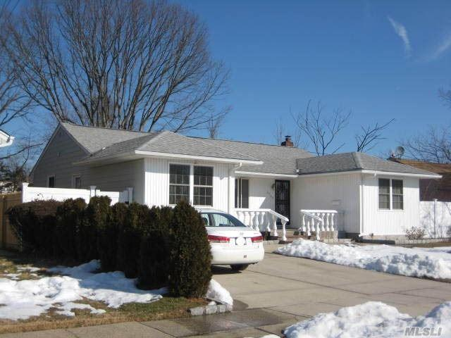 2759 Birch Ave, East Meadow, NY 11554 (MLS #3110218) :: The Lenard Team