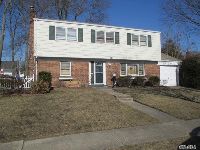 310 N Monroe Ave, Lindenhurst, NY 11757 (MLS #3110531) :: Netter Real Estate