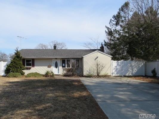 1019 Fire Island Ave, Bay Shore, NY 11706 (MLS #3111645) :: Netter Real Estate
