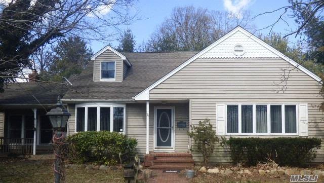 31 Montauk Dr, Bay Shore, NY 11706 (MLS #3111845) :: Netter Real Estate
