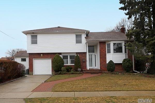 2810 Frankel Blvd, Merrick, NY 11566 (MLS #3112125) :: Signature Premier Properties