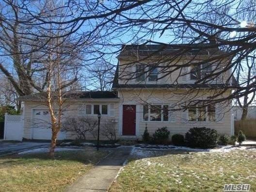 73 Hiawatha Dr, Brightwaters, NY 11718 (MLS #3115098) :: Netter Real Estate