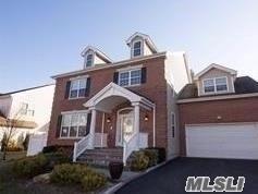 263 Rivendell Ct, Melville, NY 11747 (MLS #3117653) :: The Lenard Team