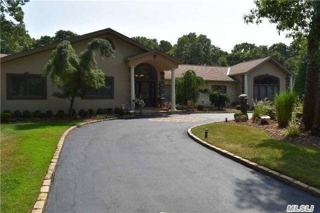 35 Hemingway Dr, Dix Hills, NY 11746 (MLS #3118800) :: Signature Premier Properties