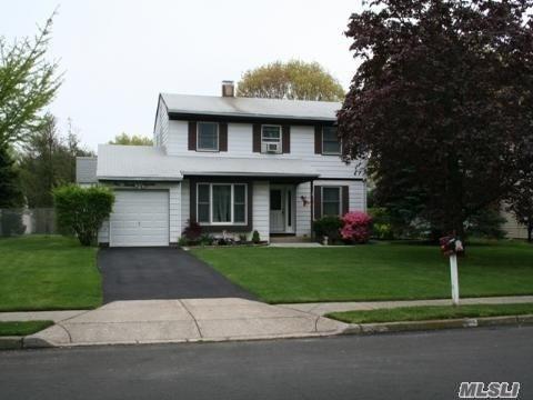 115 Greenbelt Pky, Holbrook, NY 11741 (MLS #3118887) :: The Lenard Team